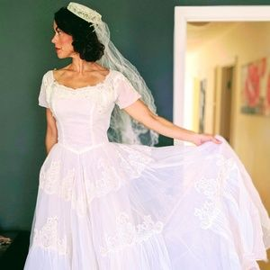 Vintage 1952 Wedding Dress and Head Piece